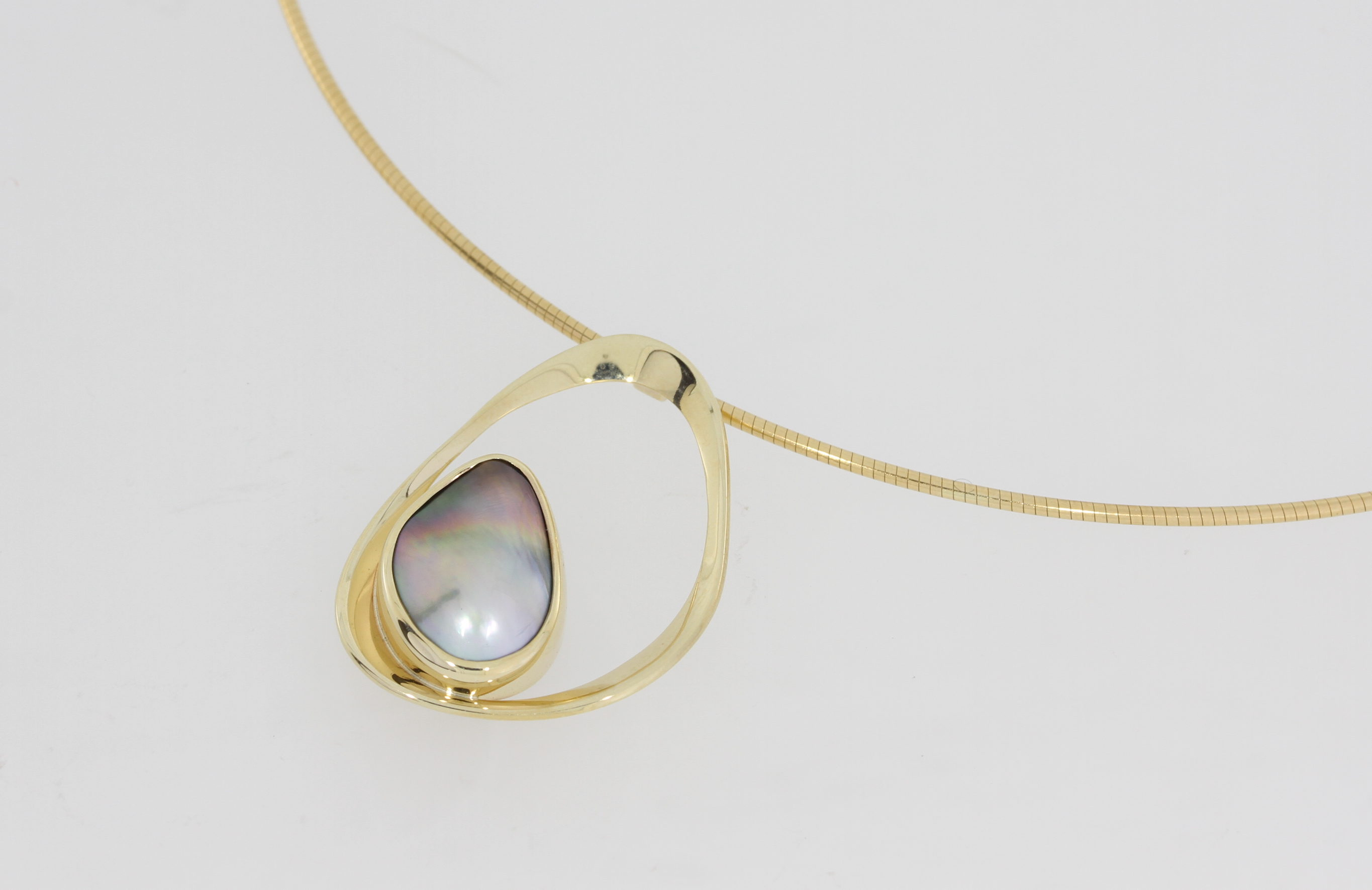 Payet Abrolhos Island pearl and gold pendant