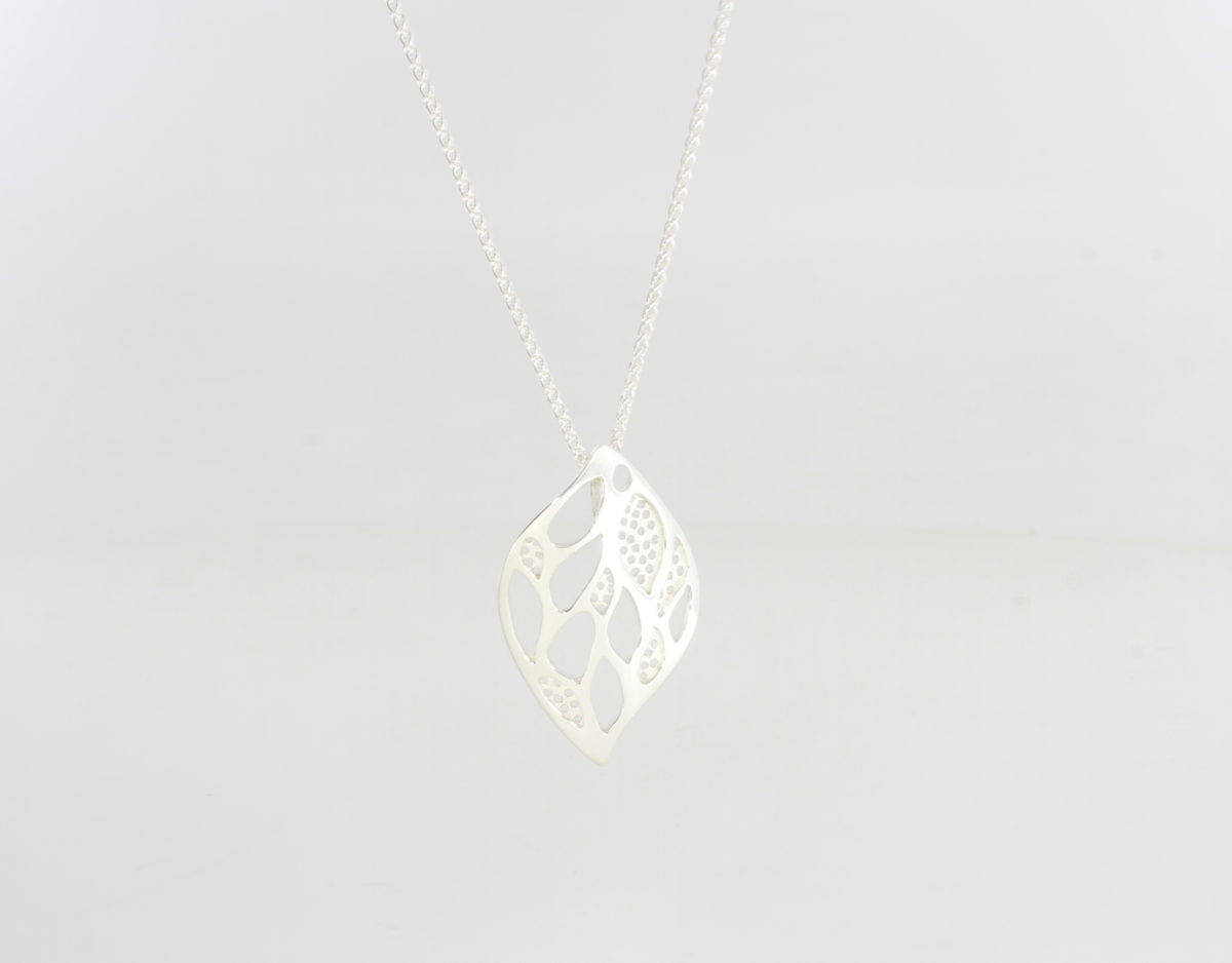 Payet silver lace leaf pendant