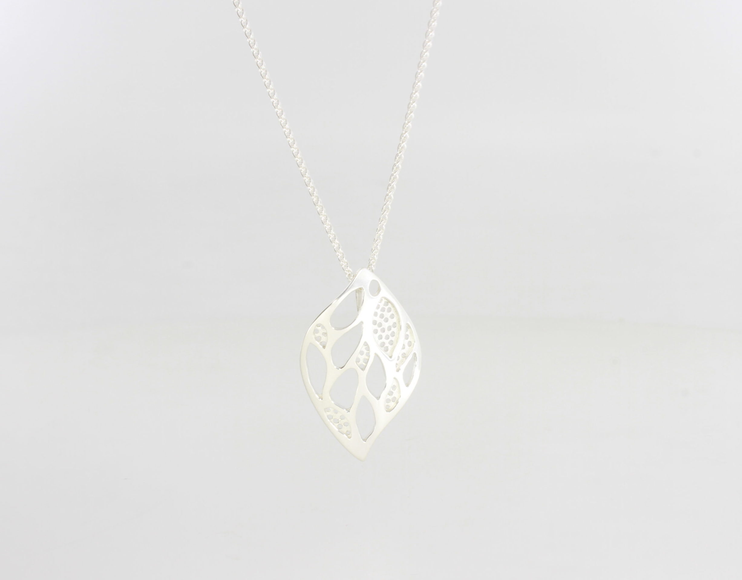 Payet silver lace leaf pendant