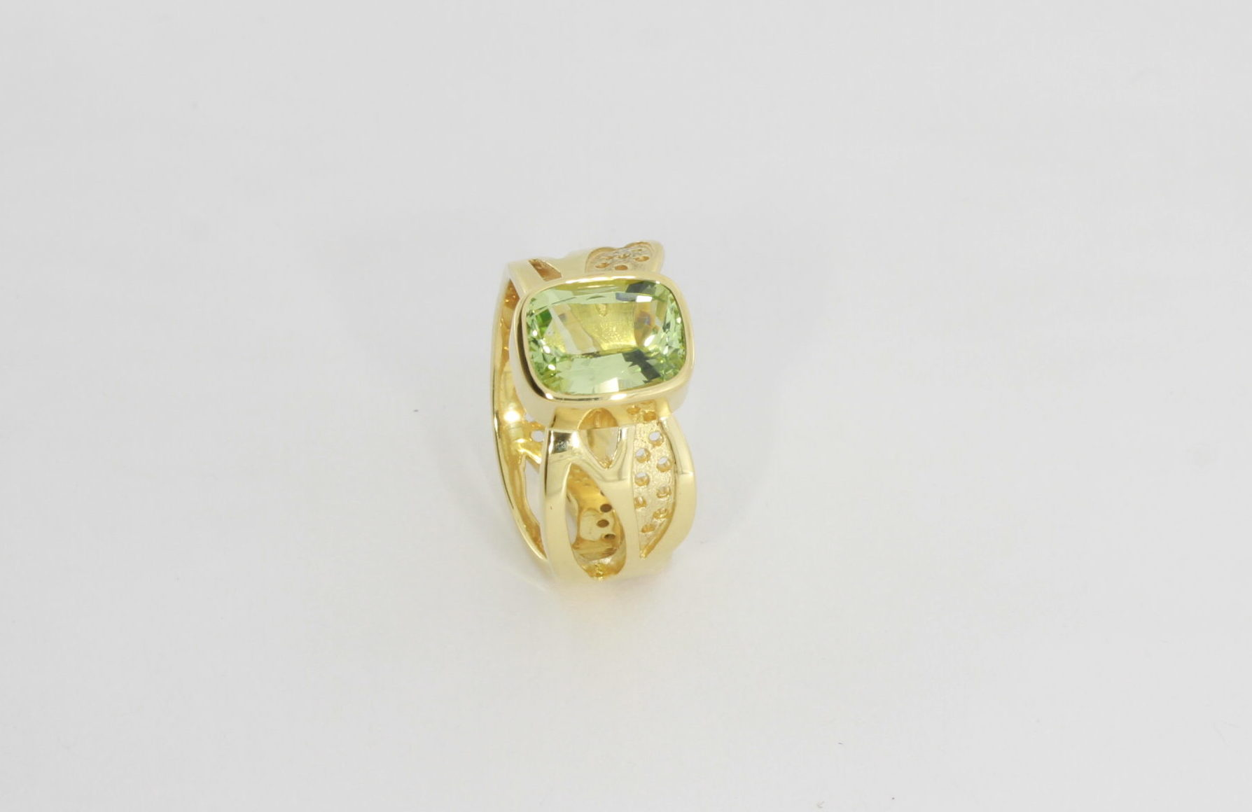 Payet gallery bespoke ring chrysoberyl set in 18ct yellow gold