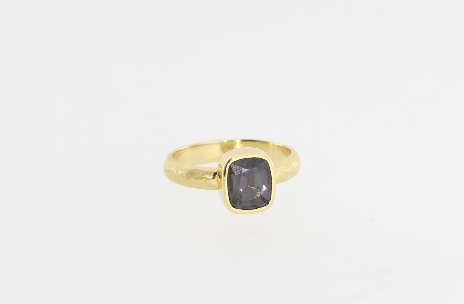 Payet 18ct & grey spinel ring