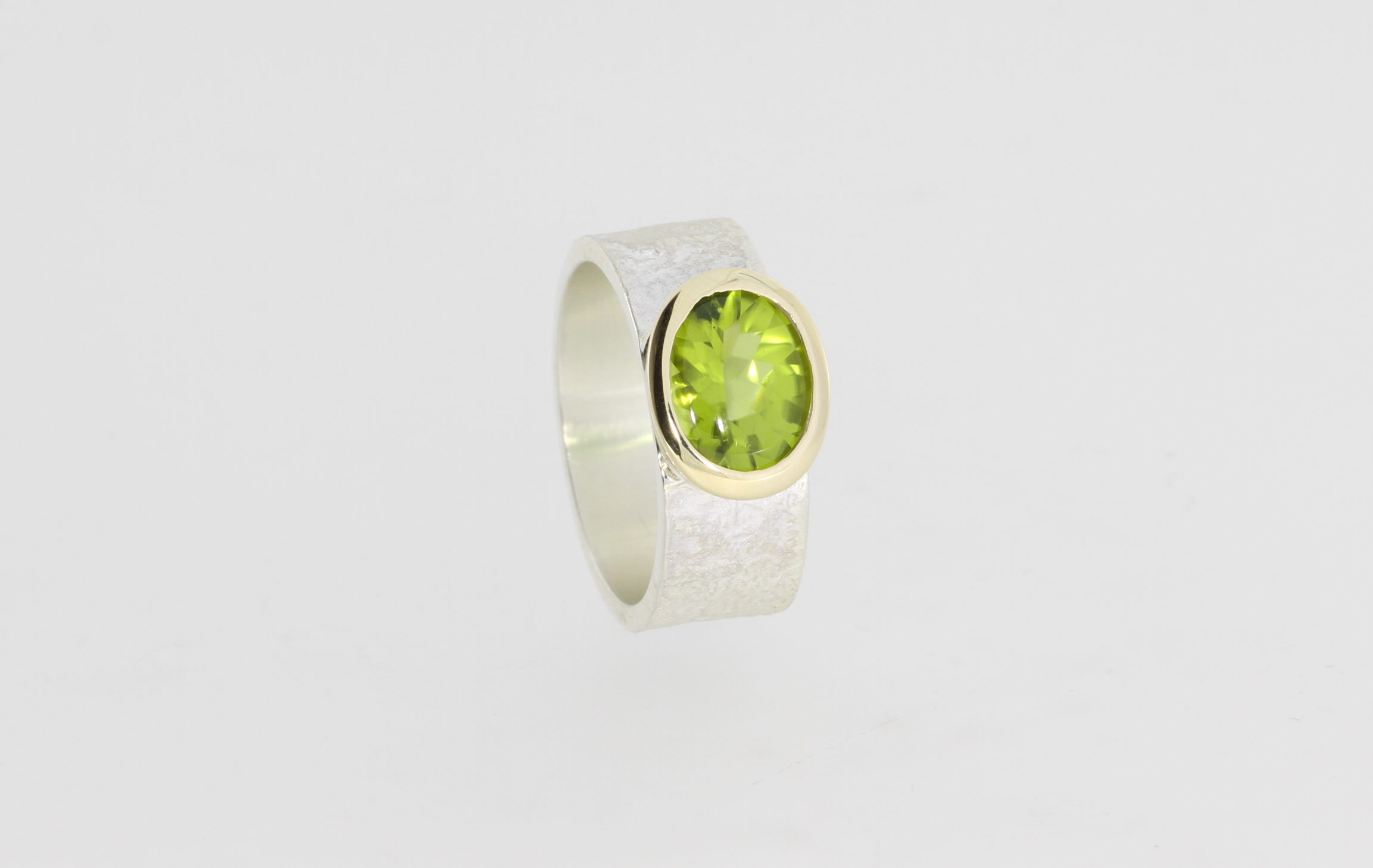 Payet wide band peridot lolly ring