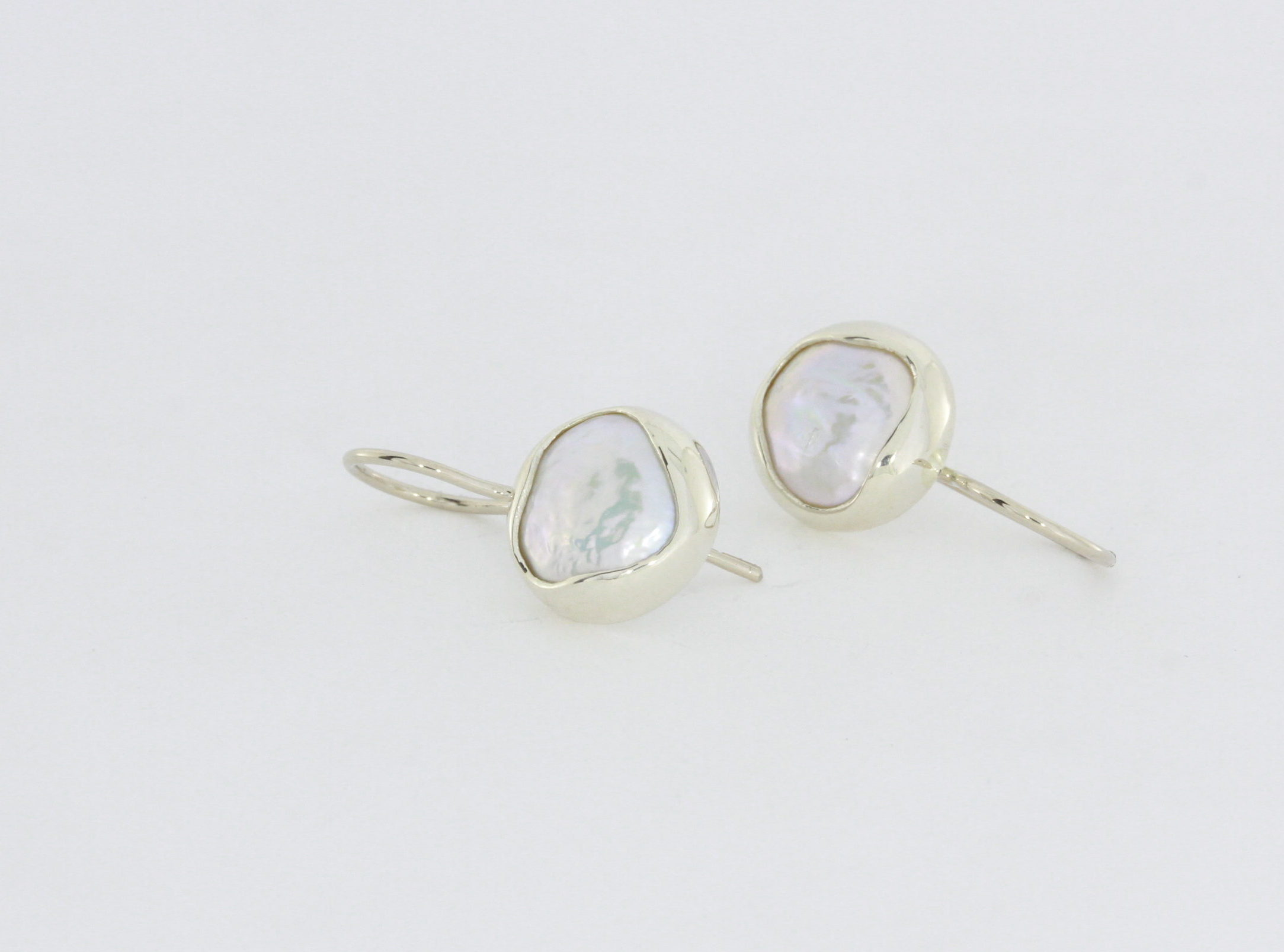 Payet button pearl white gold earrings