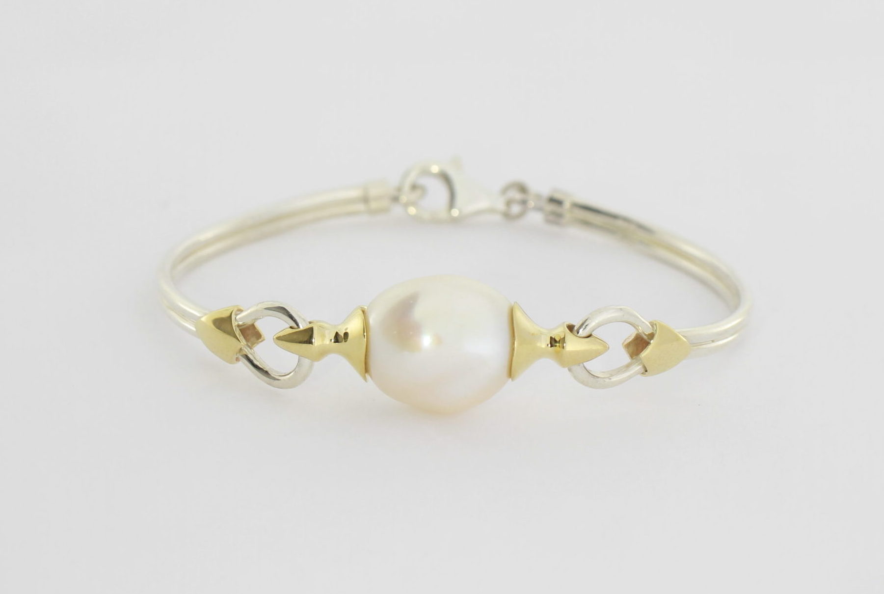 Payet fresh water pearl with gold detail bracelet