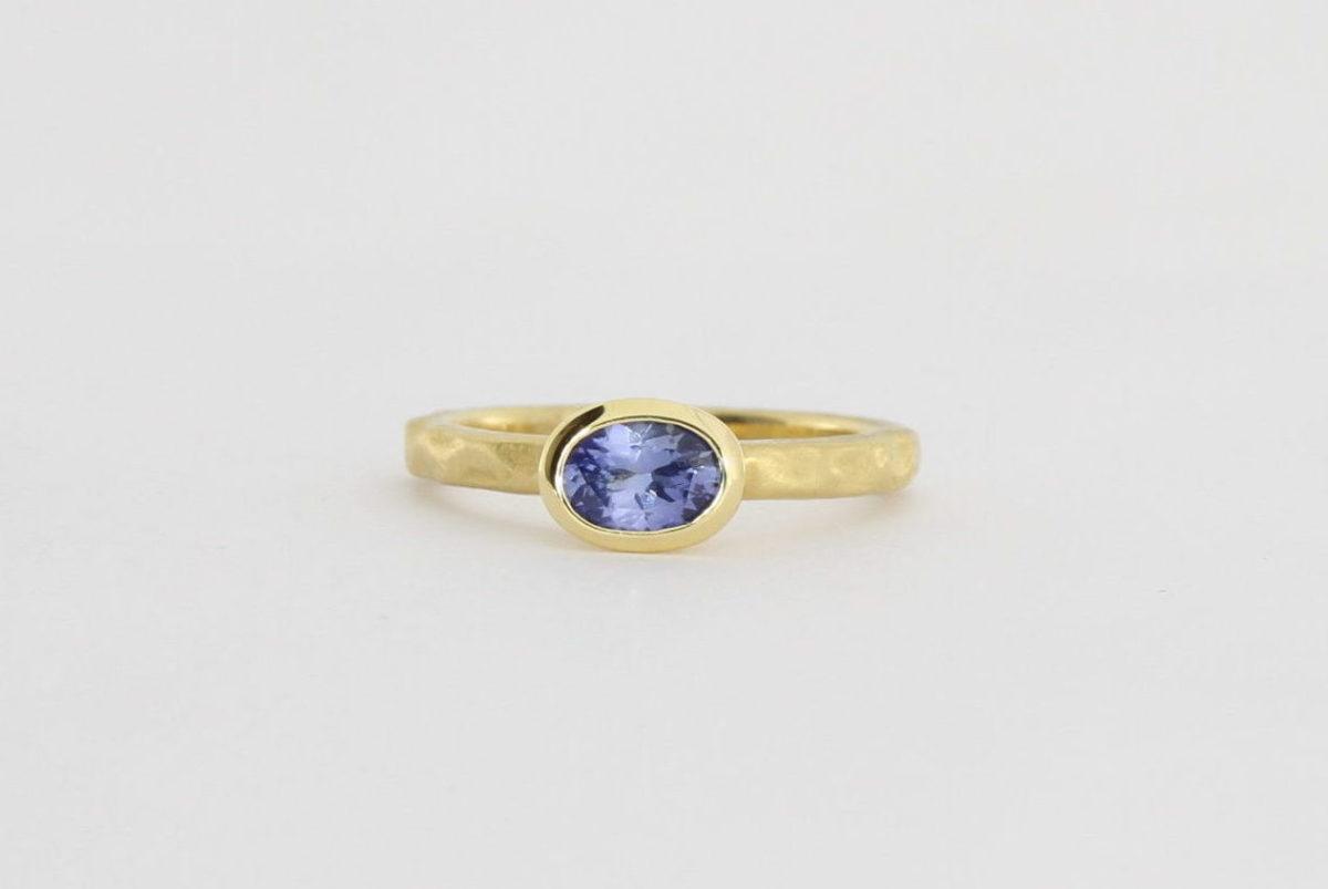Payet ceylon sapphire narrow band ring