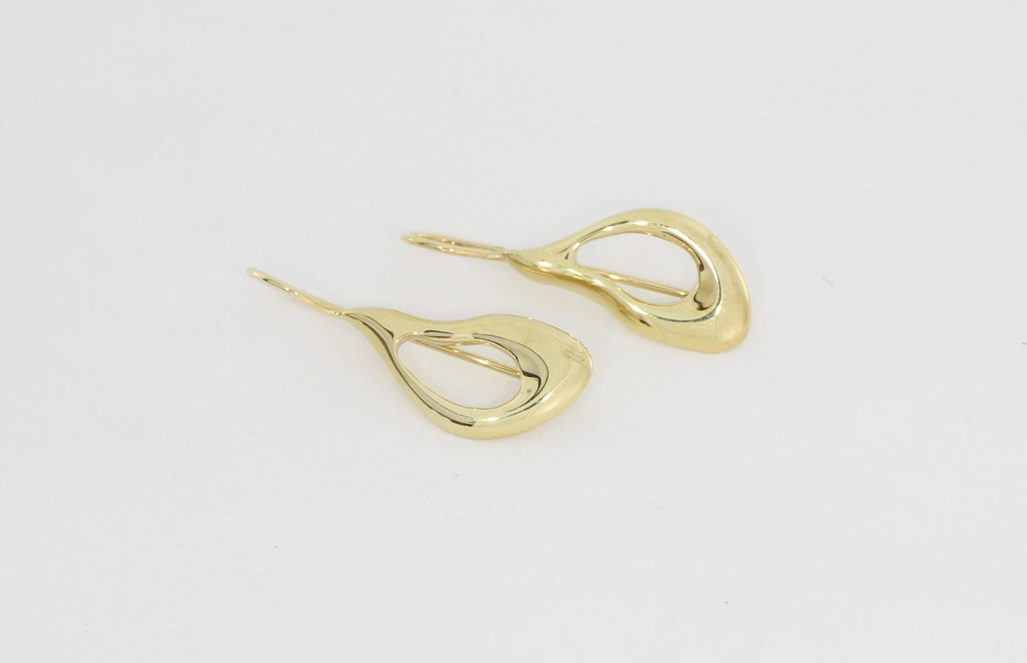 Payet open shape earrings